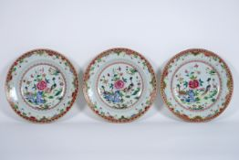 set of three 18th Cent. Chinese plates in porcelain with 'Famille Rose' decor with [...]