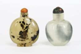 two antique Chinese snuff bottles in agate imitating glass - - Lot van twee [...]