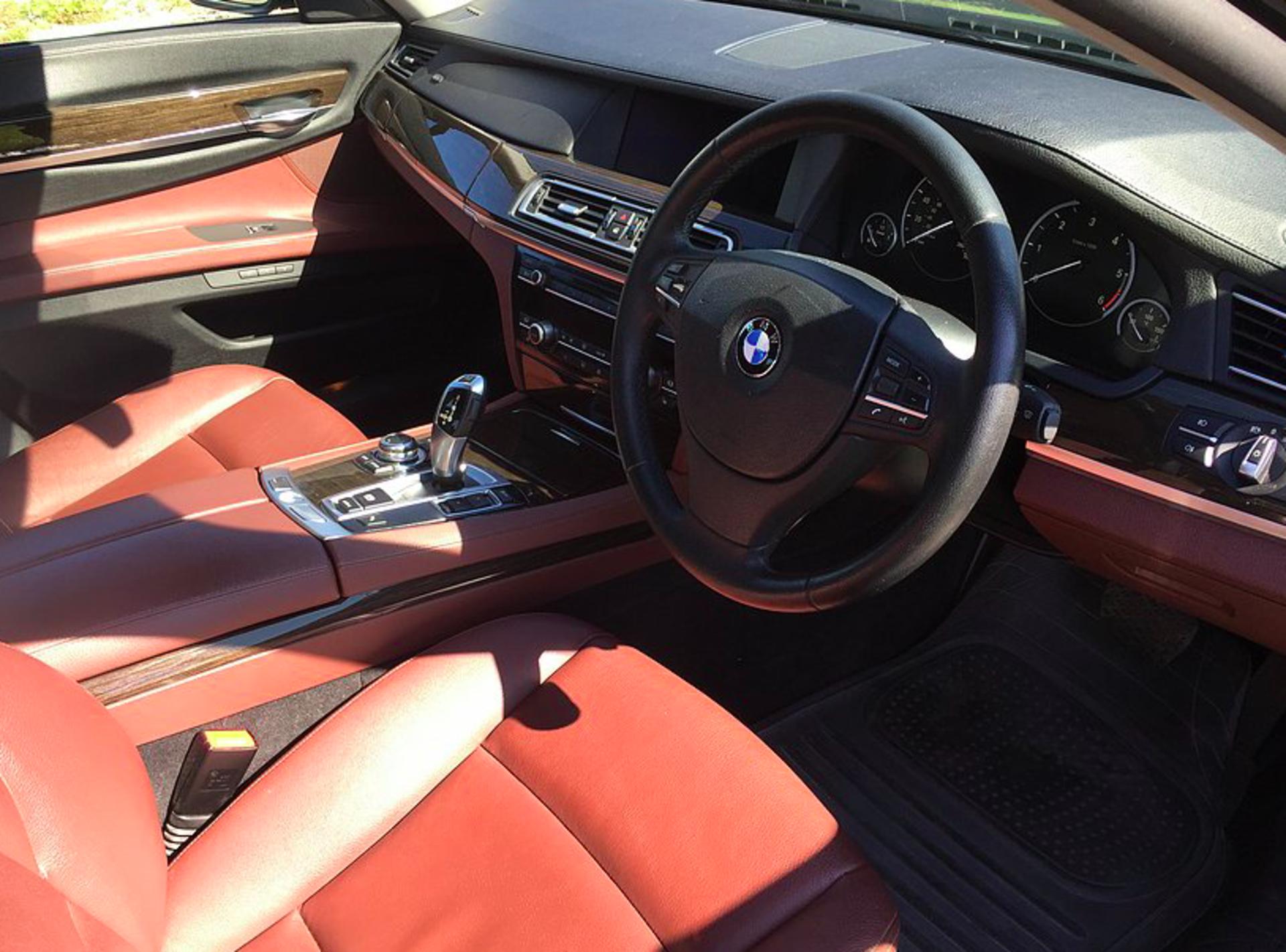 2011 BMW 730D SE 3.0 Auto - Image 2 of 2