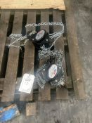 Two 1,000 kg chain blocks. Please note: This lot has no record of Thorough Examination. The