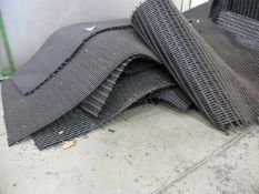 Quantity of various size anti slip mats as lotted