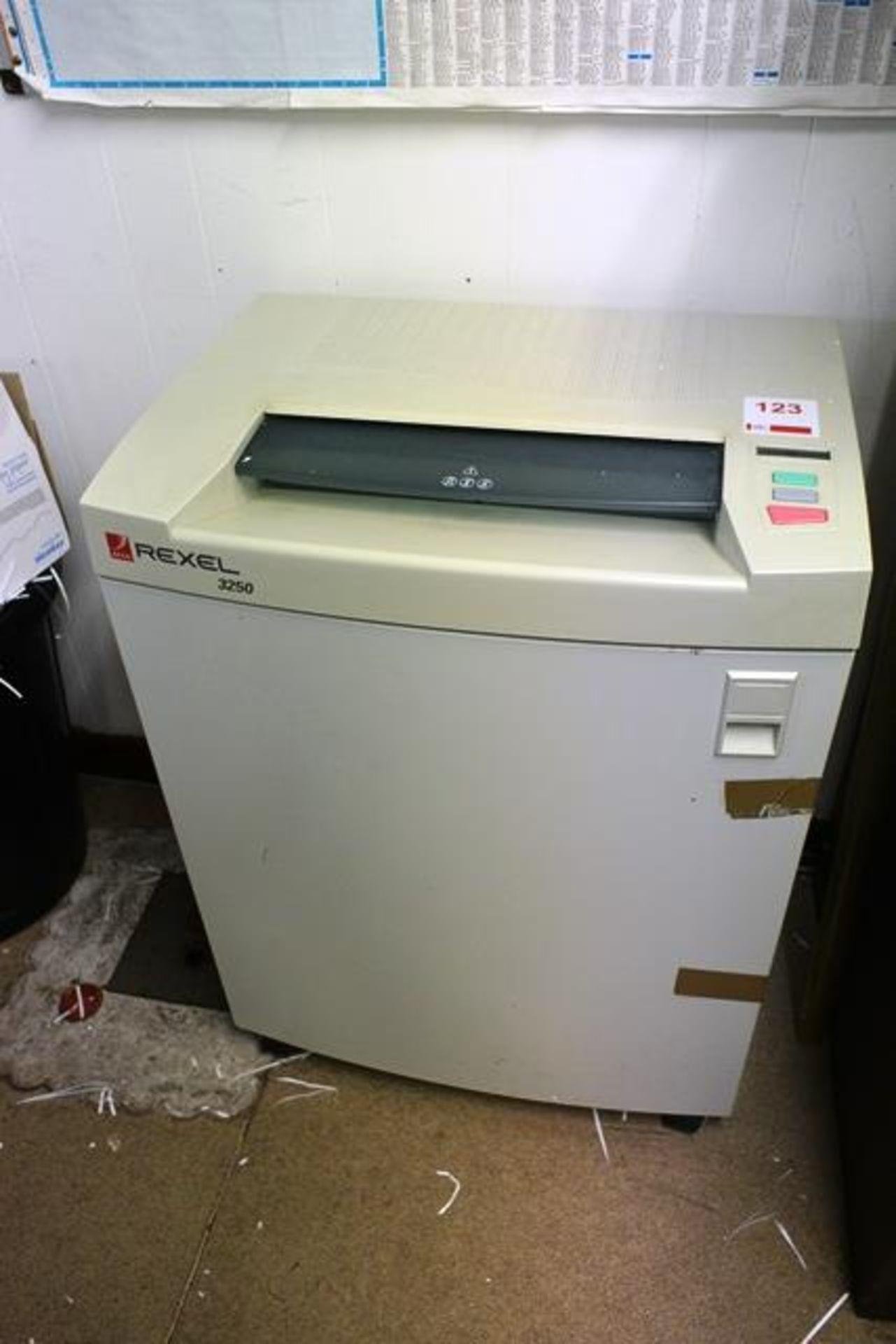 Lot 123 - Rexel 3250 paper shredder