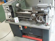 Colchester Batham 800 Lathe, Mc. No.2/0014/02299 with 3 and 4 Jaw Chuck, quick change toolpost,415V