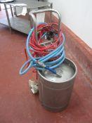 Mobile pressure vessel with air attachment, spray nozzle, max pressure 6 bar