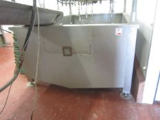 Galvanised poultry cooling tank, approx. 2.5m x 1.6m x depth 800mm with outlet valve