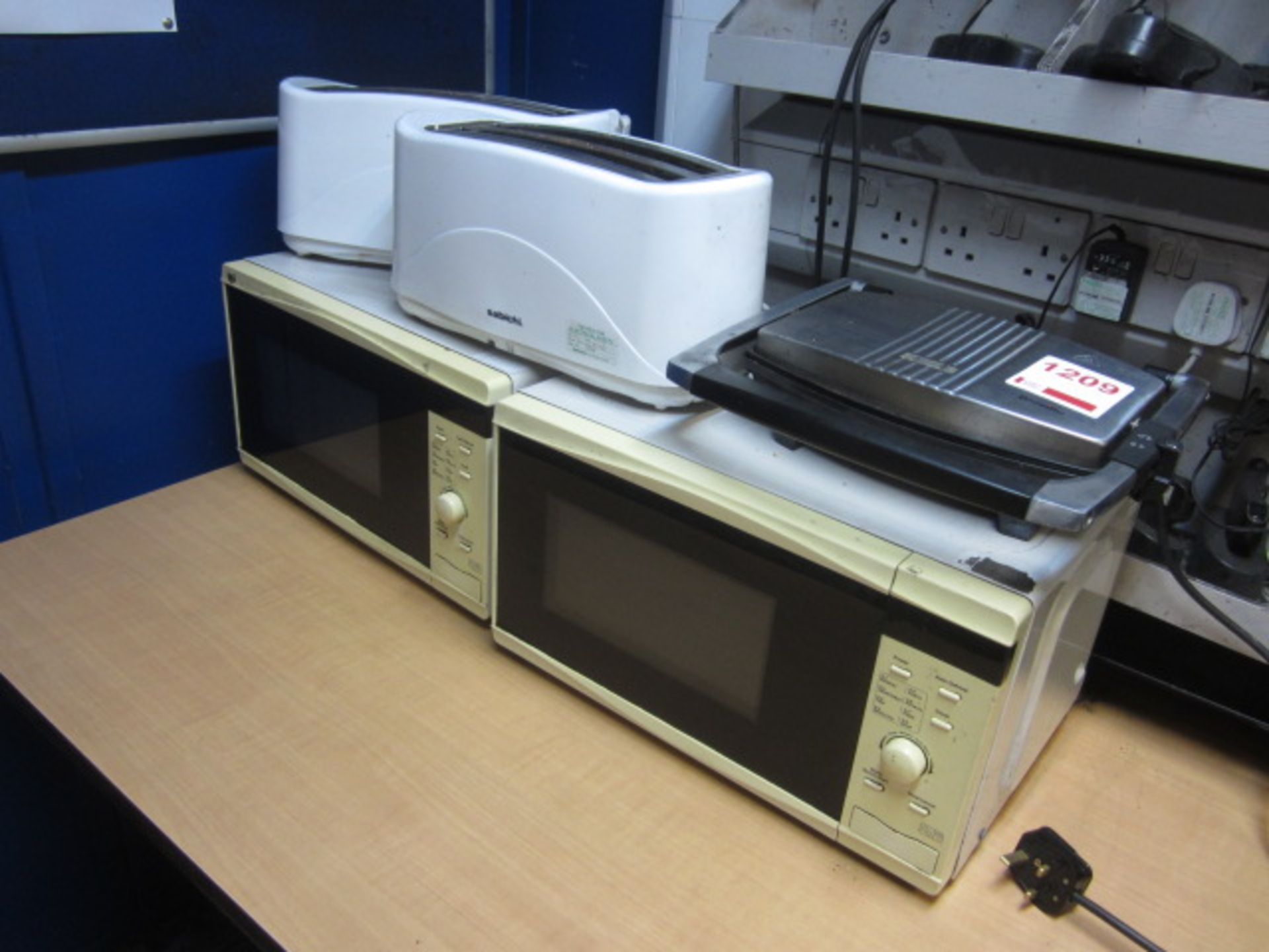 Lot 1209 - Two microwaves, two Sabichi 2 slice toasters, Breville maker