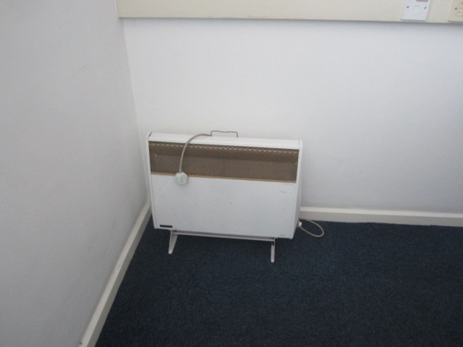 Loose contents of room including rectangular wood effect meeting table, 2.4m x 1.2m, six assorted - Image 4 of 4