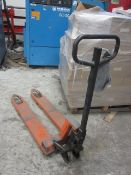 Unbadged hydraulic pallet truck (Please Note: We are advised this item is not in current working...