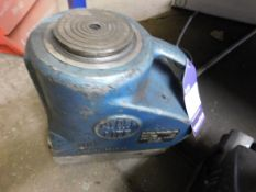 Pair Hydralite Hydraulic Jacks
