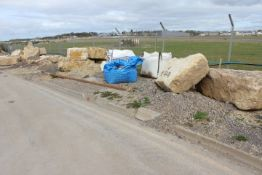 Approx. 100T of Cotswold Stone Boulders (please no