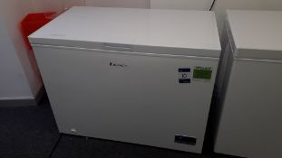 LEC LECCF300LW White 295Ltr Chest Freezer (located