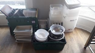 Quantity of various cooking trays, colanders and p