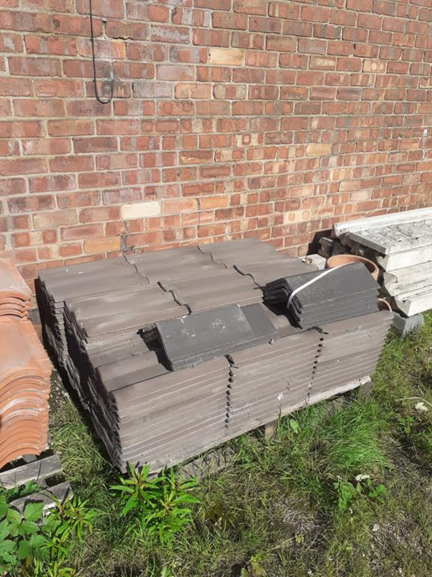 Pallet to contain qty of roof tiles