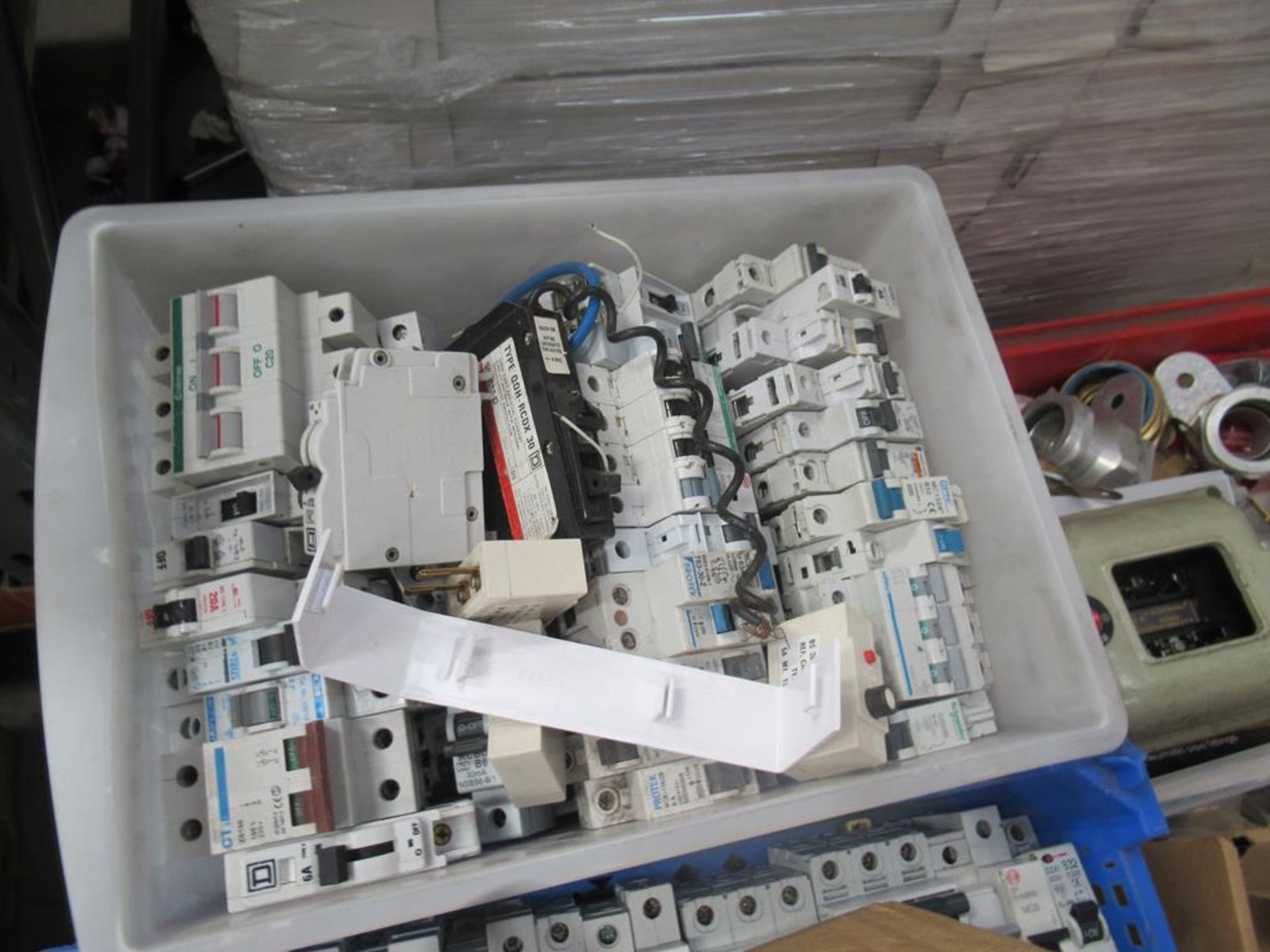 Pallet including a large qty of MCBs and RCDs, bar - Image 9 of 11