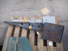 2 x anvil stands/brackets