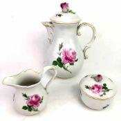 Kernstück: Meissen Porzellan, Rote Rose, sehr gut.Kaffeeservice in der Form Neuer Ausschnitt,