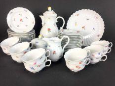 Tee-Service: Meissen Porzellan, Neuer Ausschnitt, Dekor Streublumen, um 1910, tadellos!Teeservice in