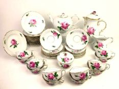 Kaffe- und Tee-Service: Meissen Porzellan, Neuer Ausschnitt, Dekor Rote Rose,Pfeiffer-Zeit,