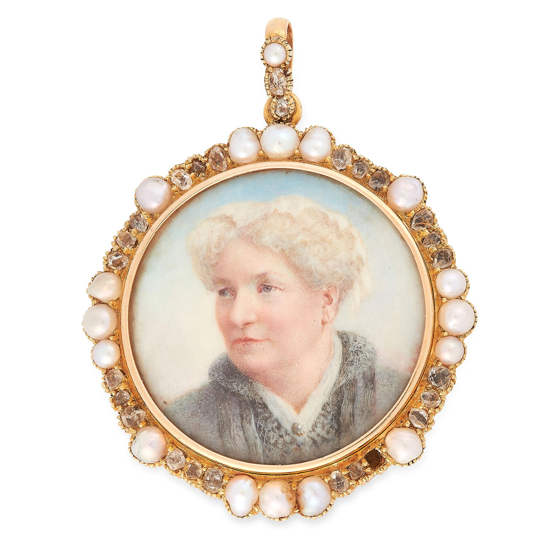 Los 30 - AN ANTIQUE PEARL AND DIAMOND PORTRAIT MINIATURE PENDANT in yellow gold, set with a circular portrait