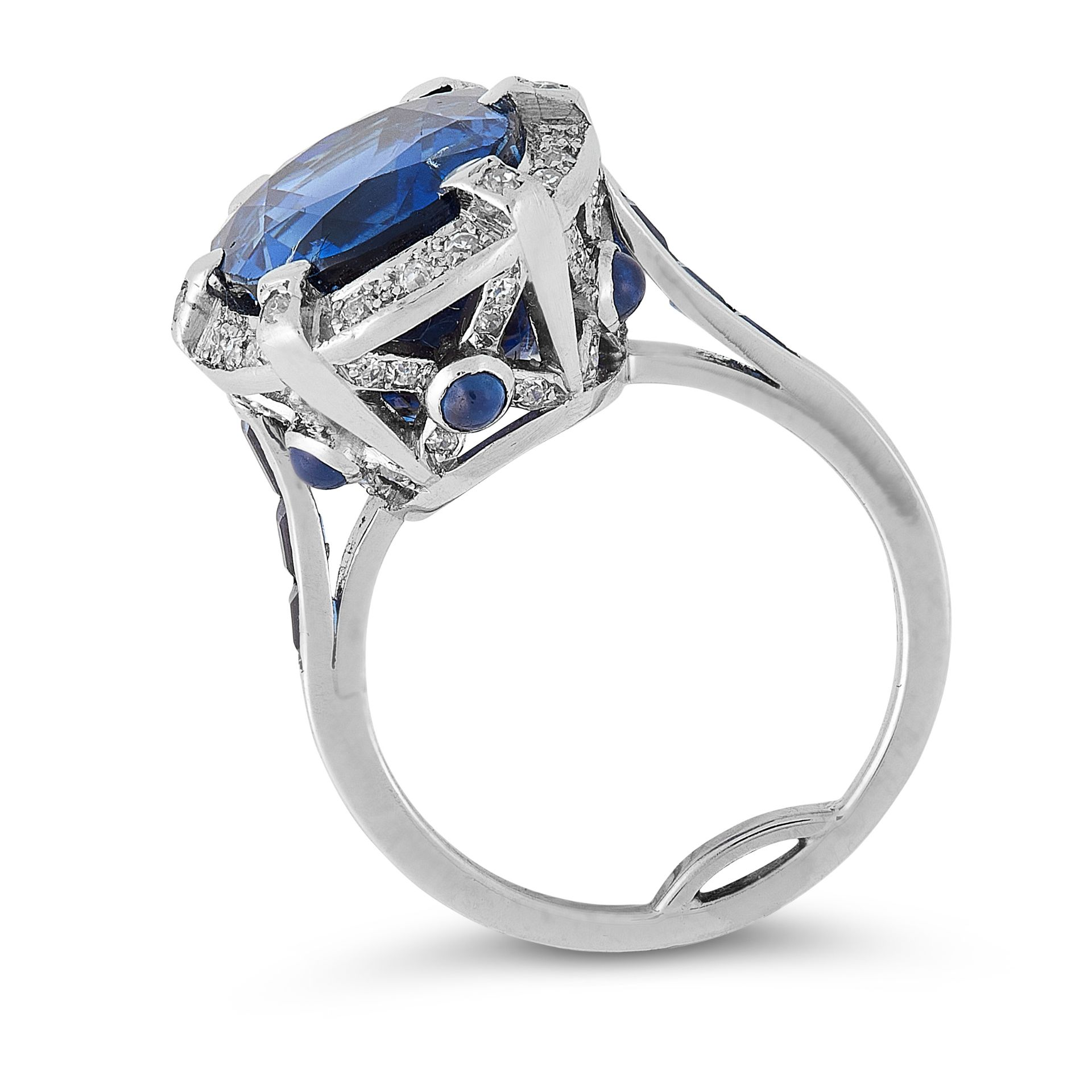 Los 10 - A BURMA NO HEAT SAPPHIRE AND DIAMOND RING in platinum, set with an oval cushion cut sapphire of