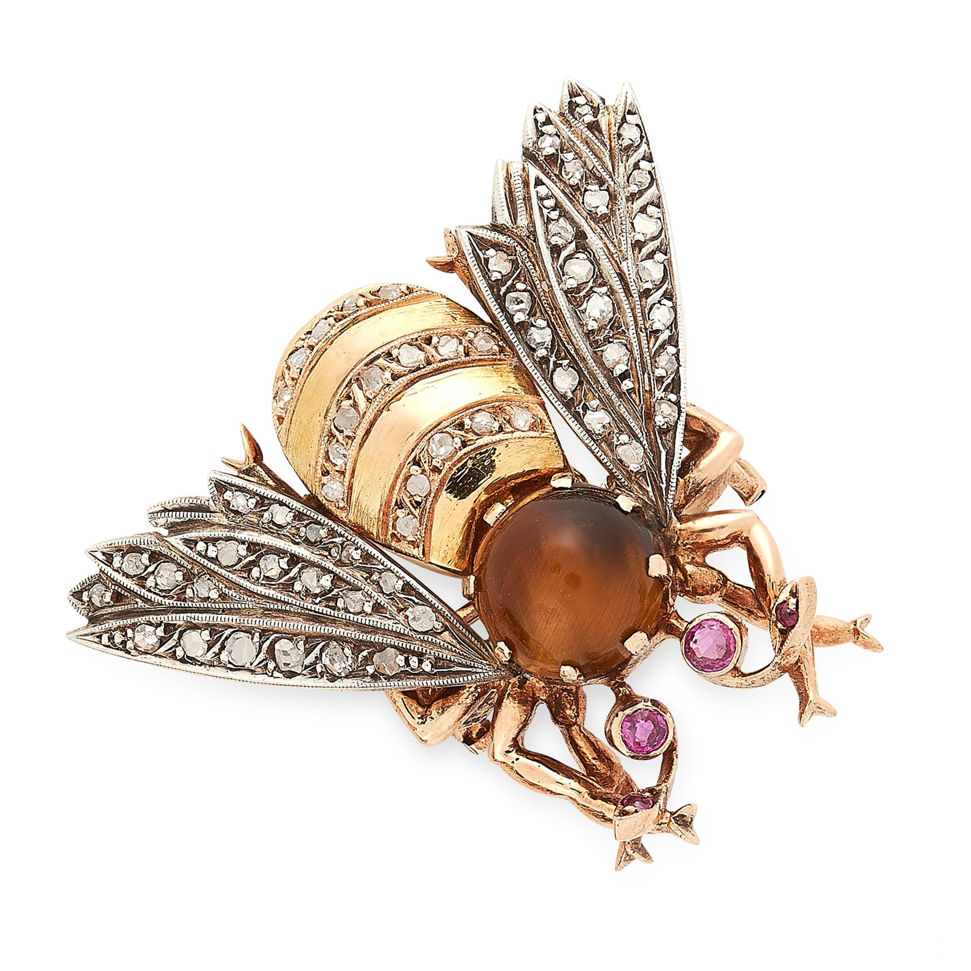 Los 20 - AN ANTIQUE TIGER'S EYE, RUBY AND DIAMOND BEE BROOCH, 19TH CENTURY in yellow gold and silver,
