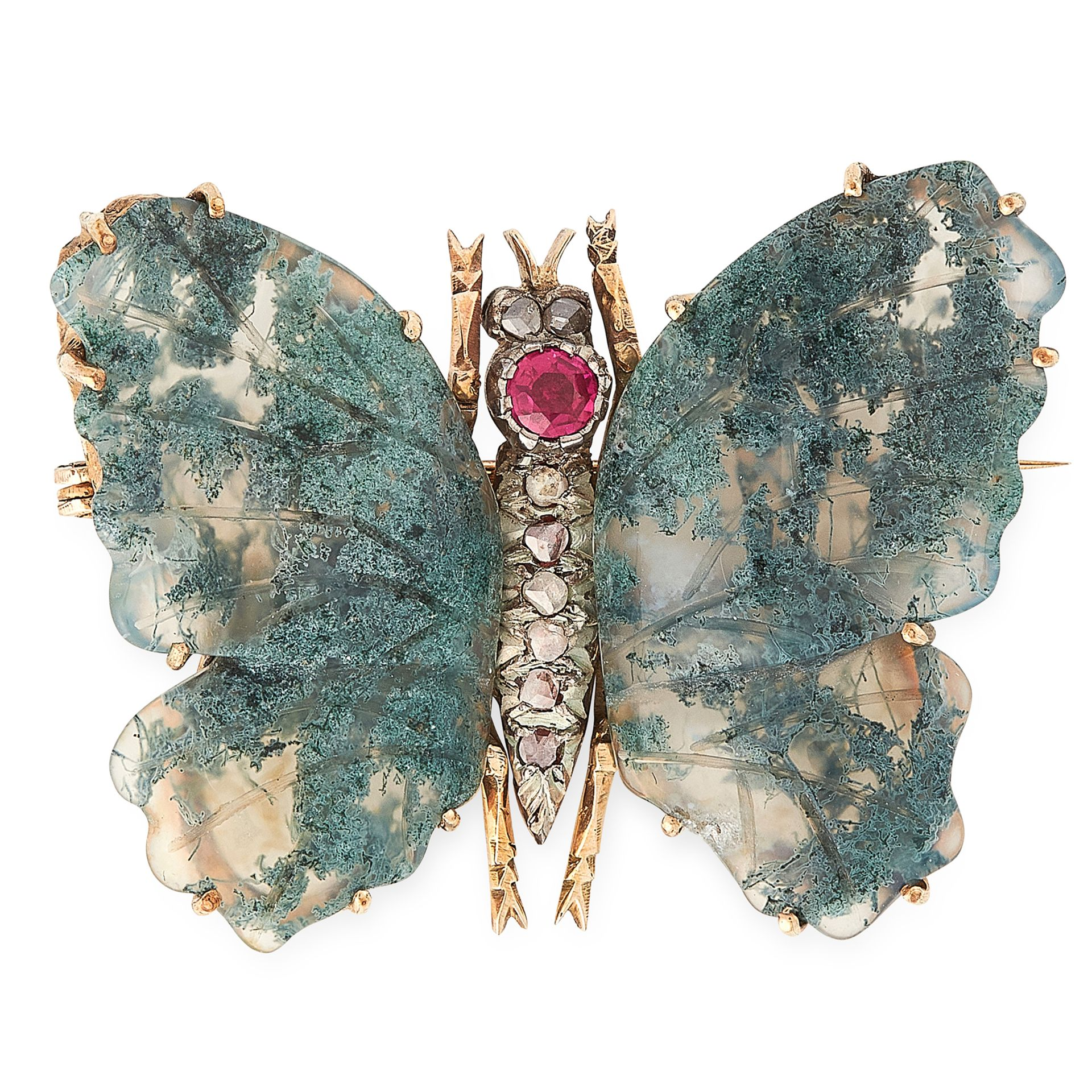 Los 16 - AN ANTIQUE MOSS AGATE, RUBY AND DIAMOND BUTTERFLY BROOCH in yellow gold and silver, designed as a