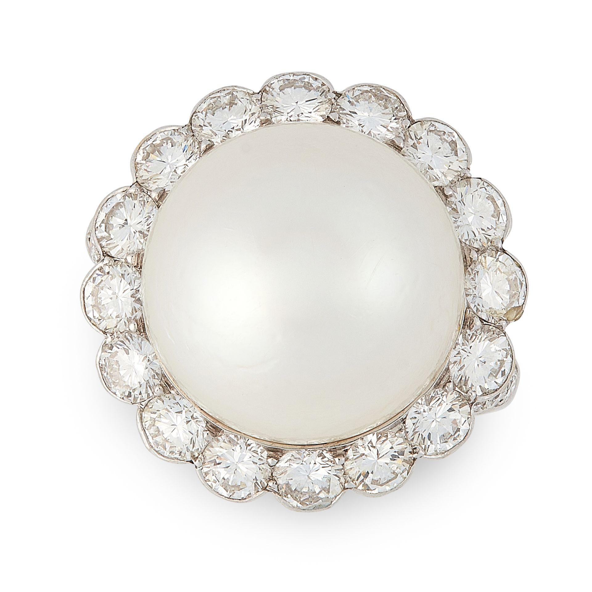 Los 15 - A VINTAGE CULTURED PEARL AND DIAMOND RING, VAN CLEEF & ARPELS in 18ct white gold, set with a large