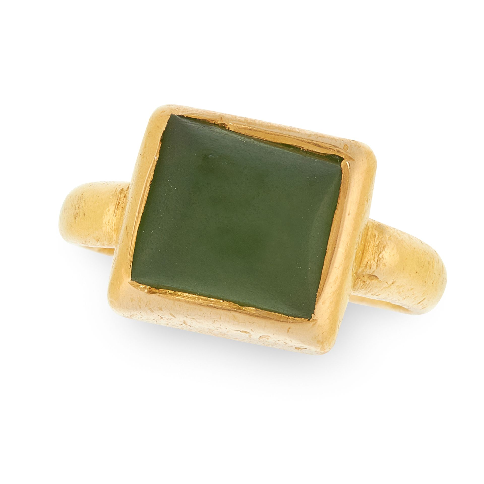 AN ANTIQUE GREEN GLASS OR HARDSTONE RING, 14TH - 15TH CENTURY OR LATER in high carat yellow gold,