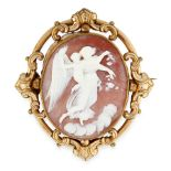 AN ANTIQUE CAMEO BROOCH, 19TH CENTURY set with an oval carved cameo depicting a classical scene,