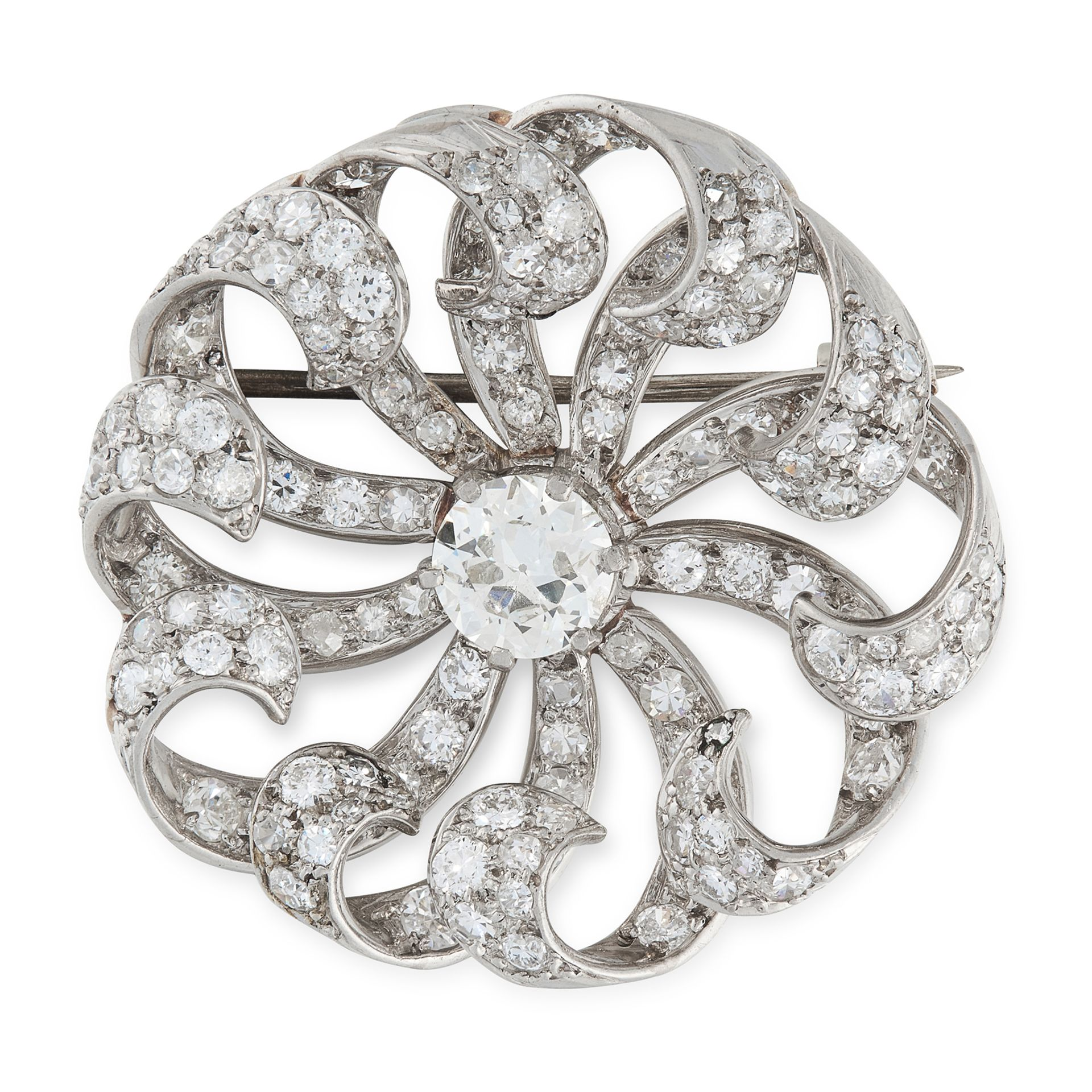A DIAMOND BROOCH, EARLTY 20TH CENTURY of circular design, set with a central old cut diamond of 0.88