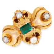 AN ANTIQUE EMERALD AND PEARL MOURNING BROOCH in yellow gold, the scrolling body set with an