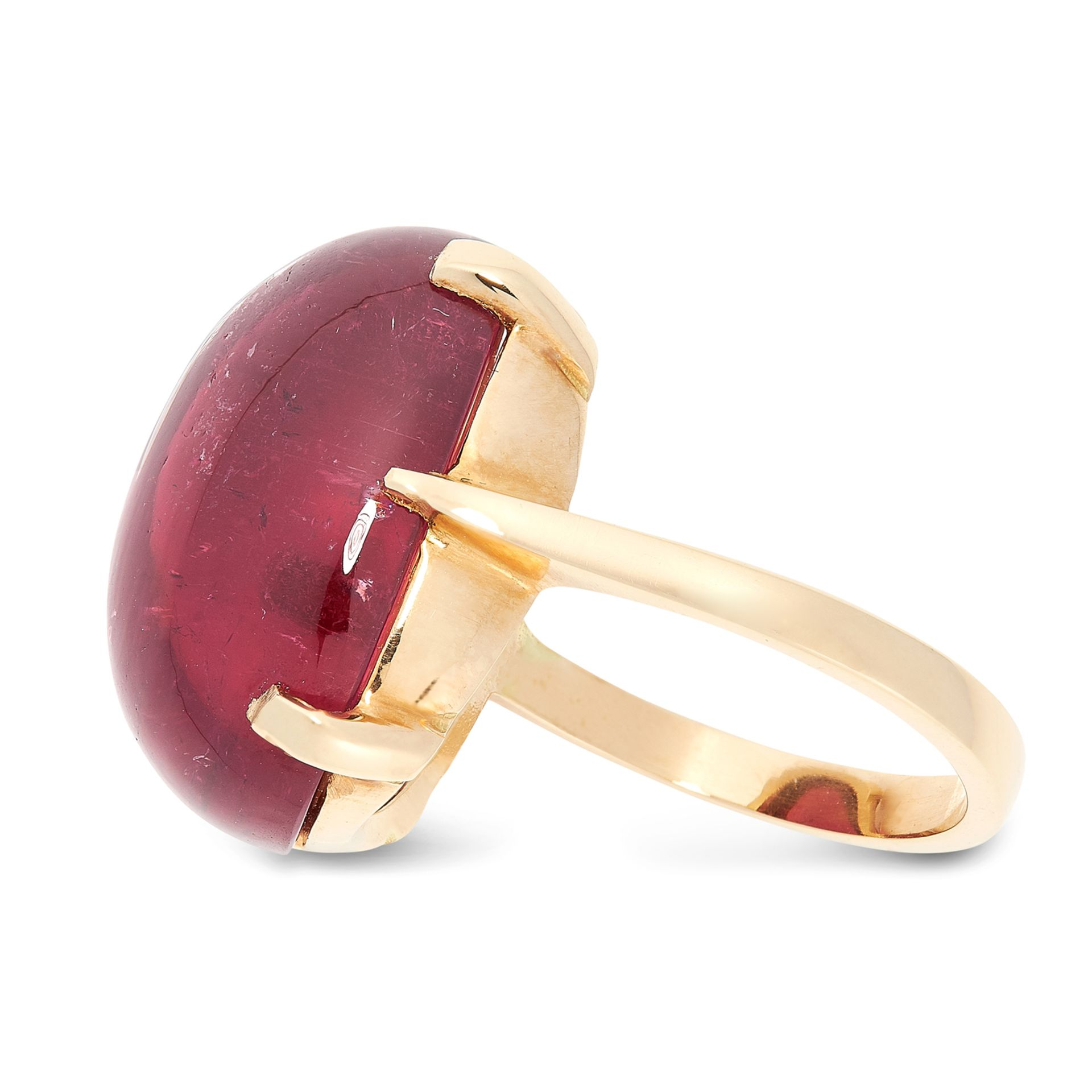 A PINK TOURMALINE DRESS RING in 18ct yellow gold, set with an oval cabochon pink tourmaline of 27.80 - Bild 2 aus 2