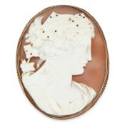 AN ANTIQUE CAMEO BROOCH in yellow gold, set with an oval shell cameo, carved in detail to depict the