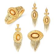 AN ANTIQUE MOURNING BANGLE, BROOCH, PENDANT AND EARRINGS SUITE, 19TH CENTURY in yellow gold,