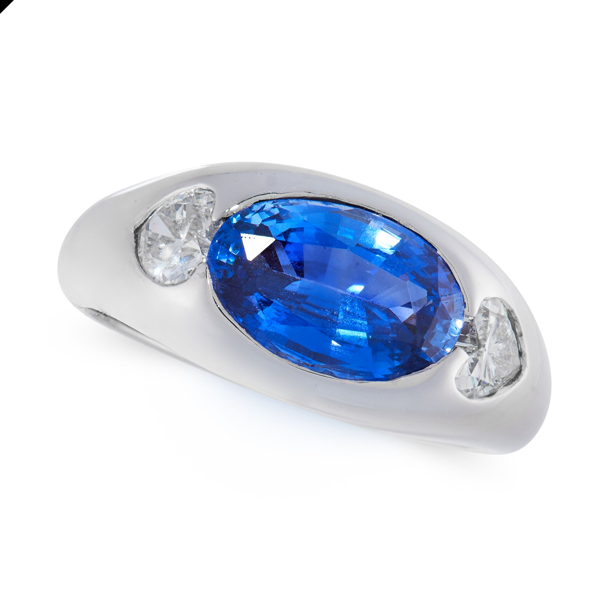 A SAPPHIRE AND DIAMOND DRESS RING in 18ct white gold, set with an oval cut blue sapphire of 3.34