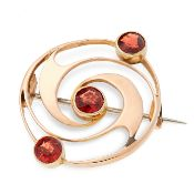 AN ABSTRACT GOLD BROOCH in 15ct yellow gold, the circular face is designed in swirling motif, set