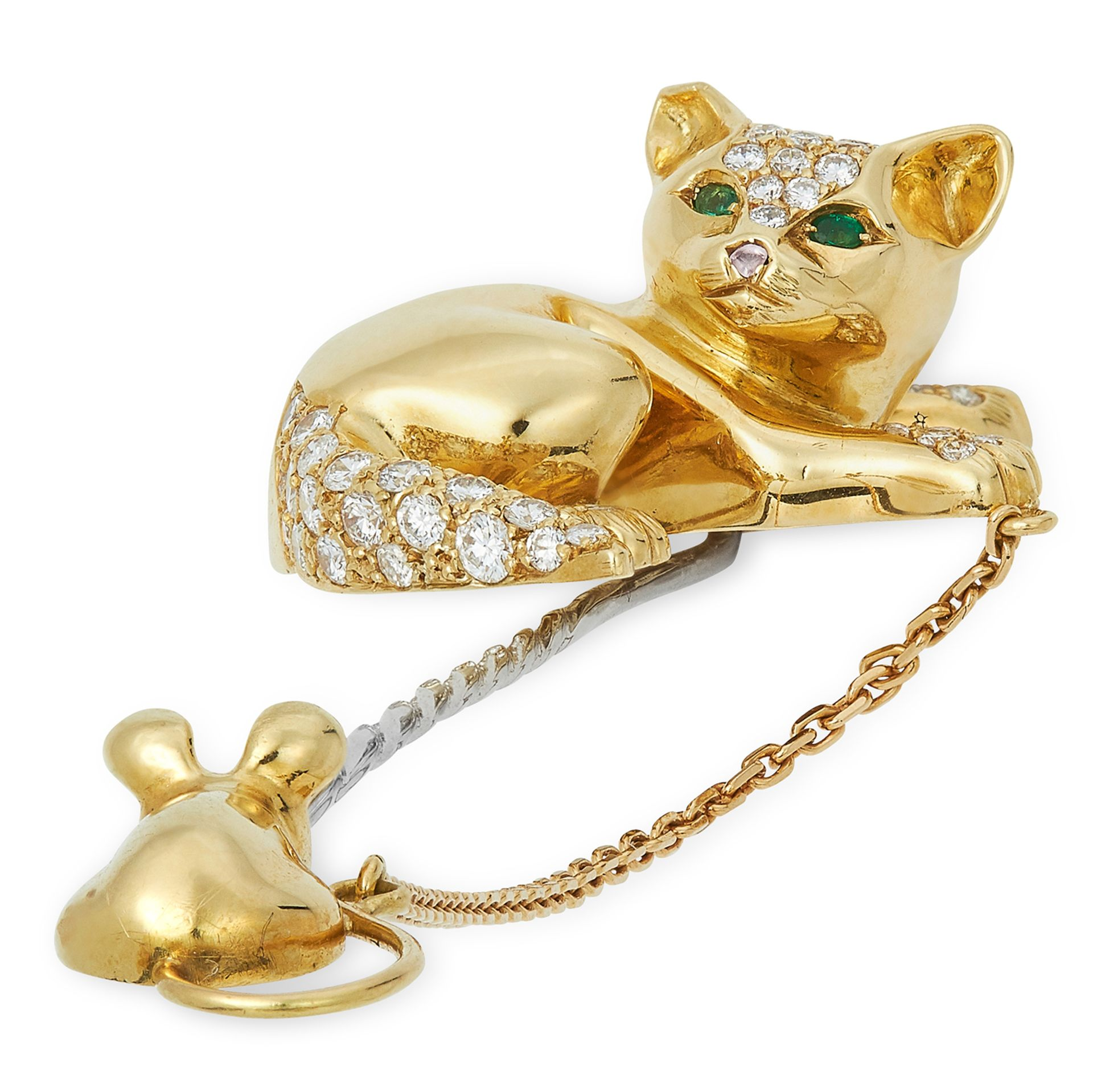 A DIAMOND AND EMERALD CAT AND MOUSE PIN / BROOCH, DAVID MORRIS in 18ct yellow gold, the pin