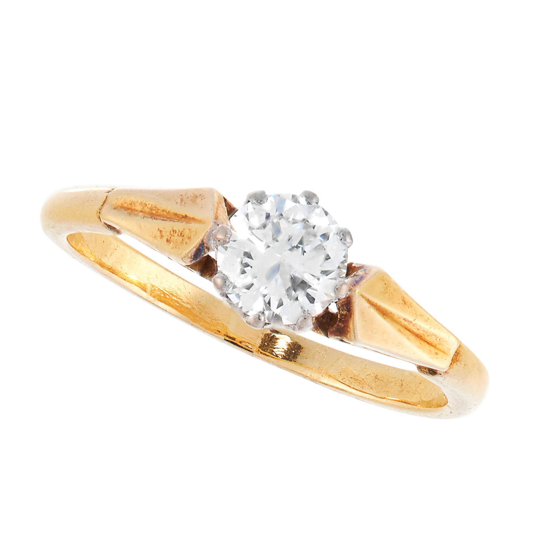 A SOLITAIRE DIAMOND DRESS RING in 18ct yellow gold, set with a round cut diamond of 0.61 carats,