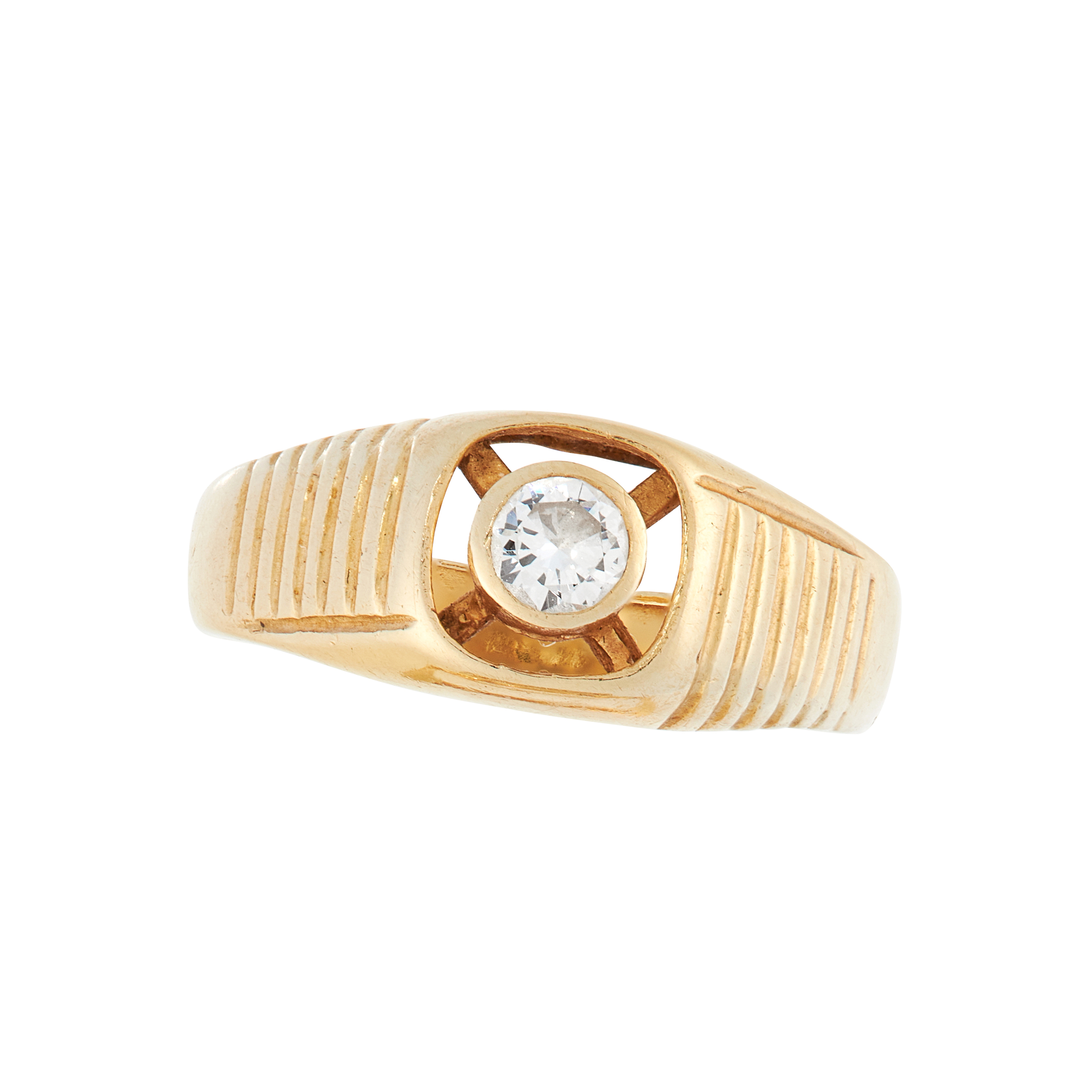 A VINTAGE DIAMOND DRESS RING in 18ct yellow gold, the tapering band with reeded decoration to the
