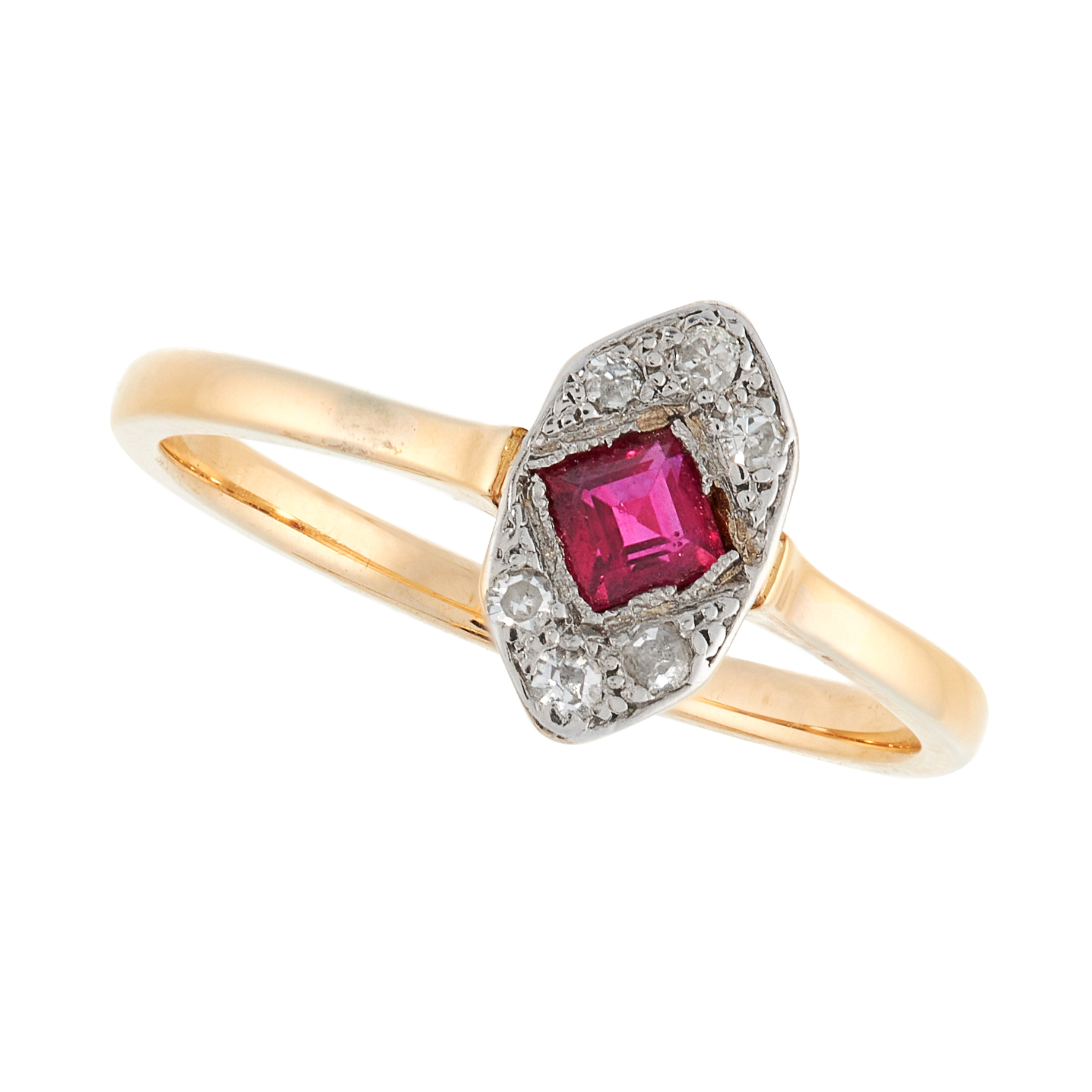AN ART DECO RUBY AND DIAMOND DRESS RING, EARLY 20TH CENTURY in yellow gold, set with a step cut ruby