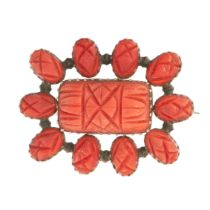 AN ANTIQUE CARVED CORAL AND HAIRWORK MOURNING LOCKET BROOCH, EARLY 19TH CENTURY in yellow gold,