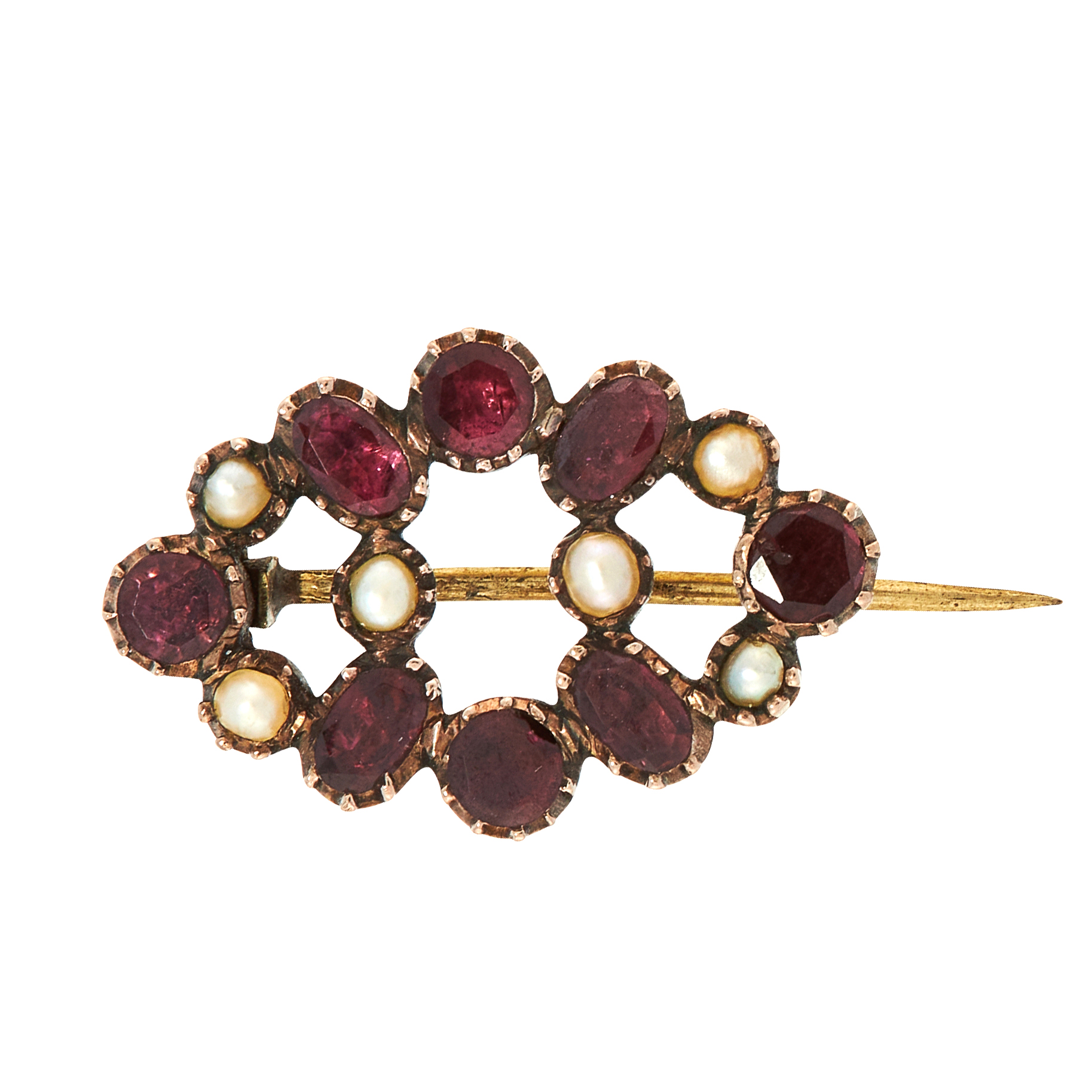 AN ANTIQUE GARNET AND PEARL BROOCH, 19TH CENTURY in yellow gold, set with round and cushion cut