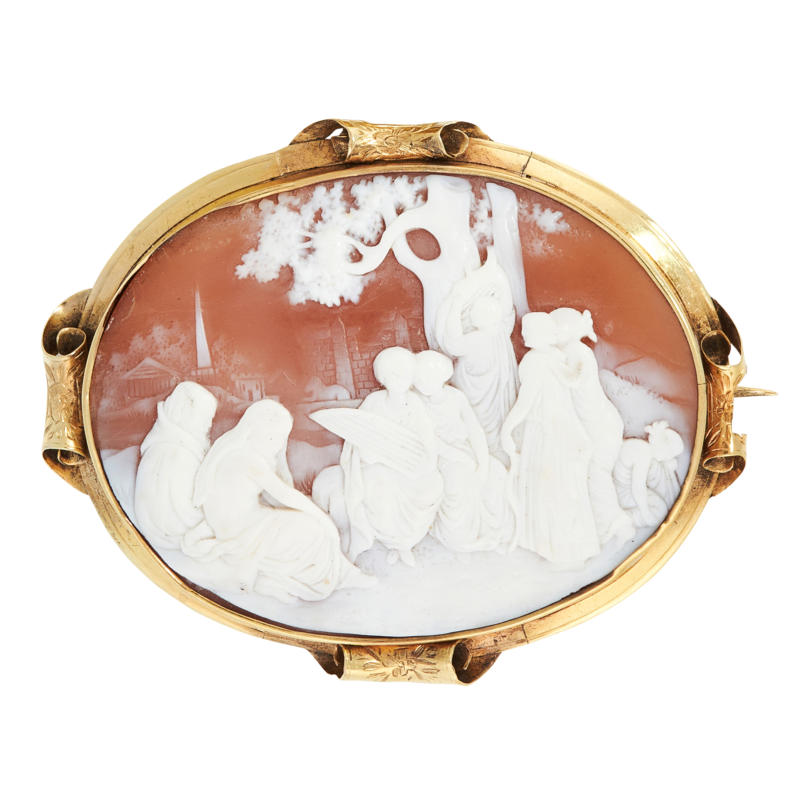 AN ANTIQUE CAMEO BROOCH set with an oval carved shell cameo depicting a scene of figures beneath a