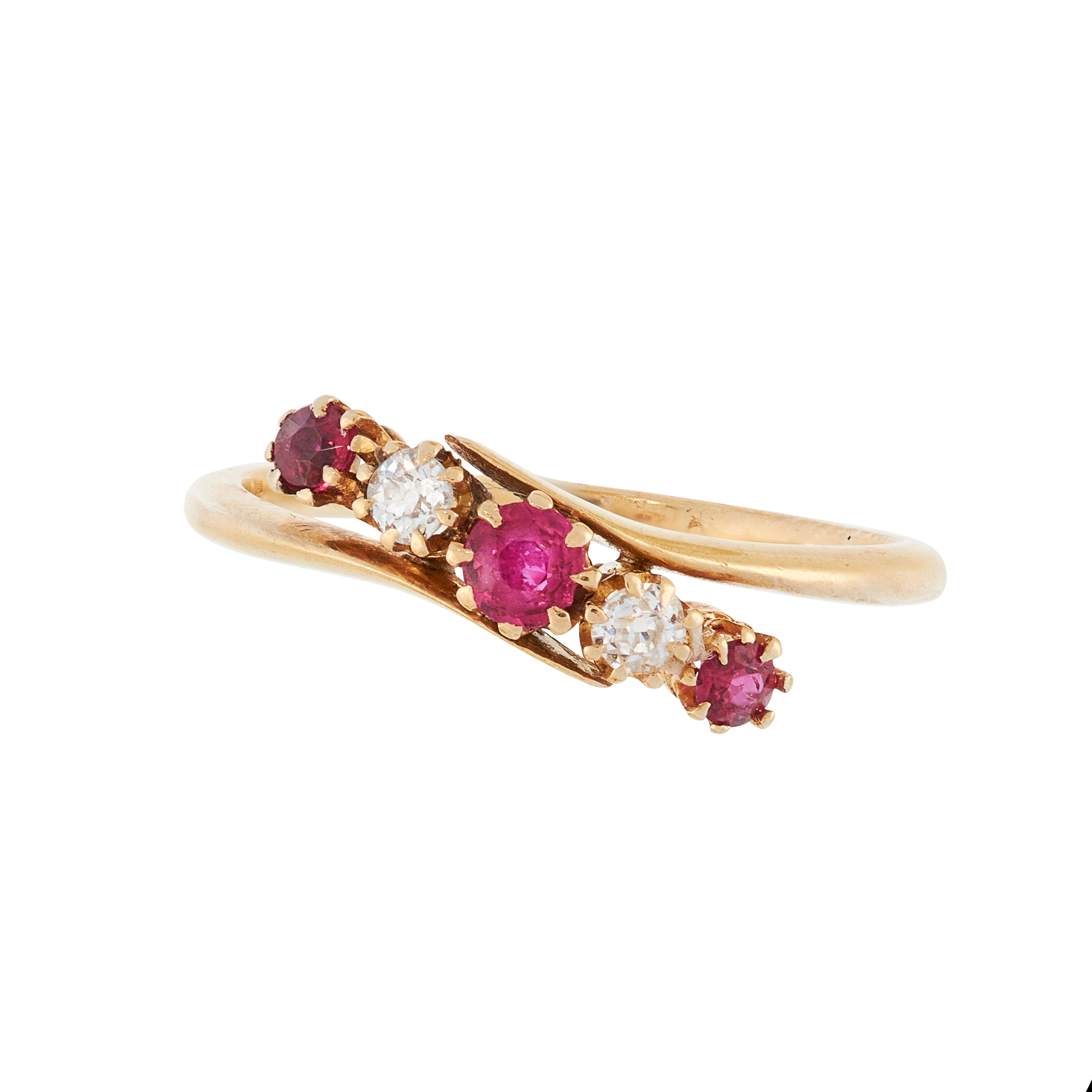 AN ANTIQUE RUBY AND DIAMOND DRESS RING, EARLY 20TH CENTURY in 18ct yellow gold, of crossover design,
