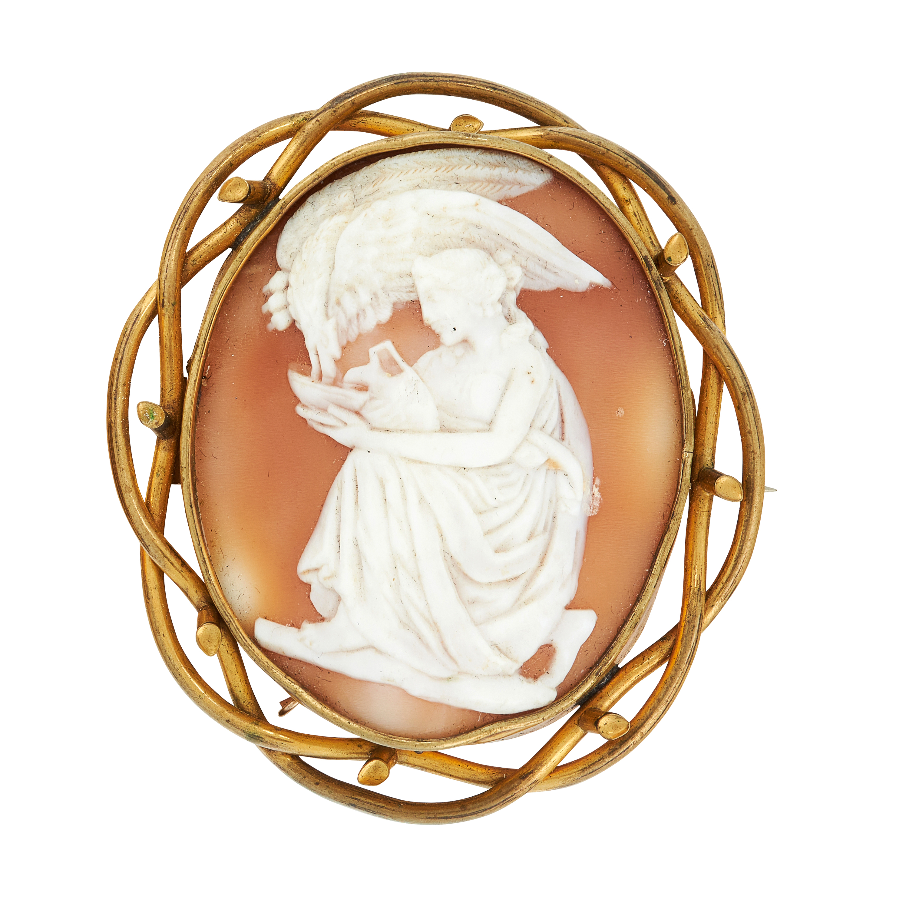 AN ANTIQUE CARVED CAMEO BROOCH, 19TH CENTURY in yellow gold, the oval cameo carved in detail to