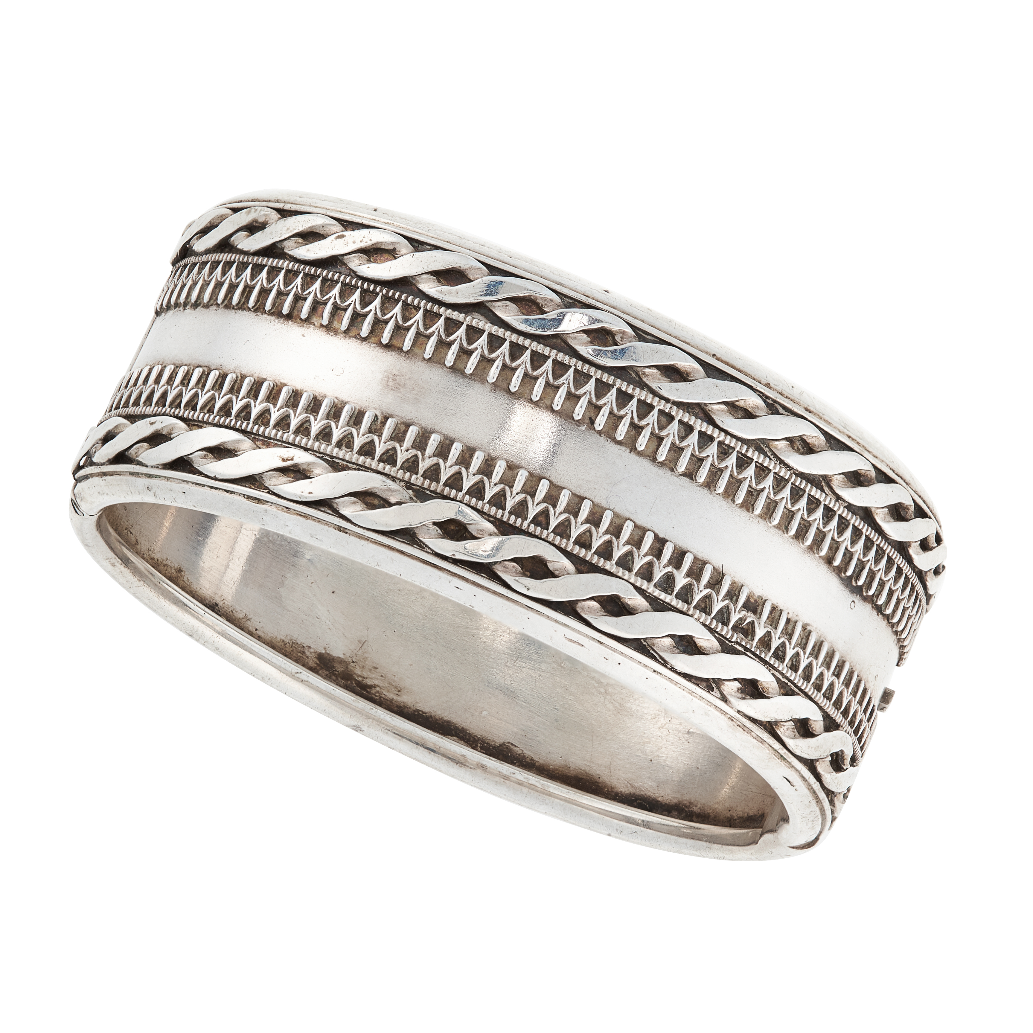AN ANTIQUE CUFF BANGLE, LATE 19TH CENTURY in sterling silver, with twisted rope work borders,