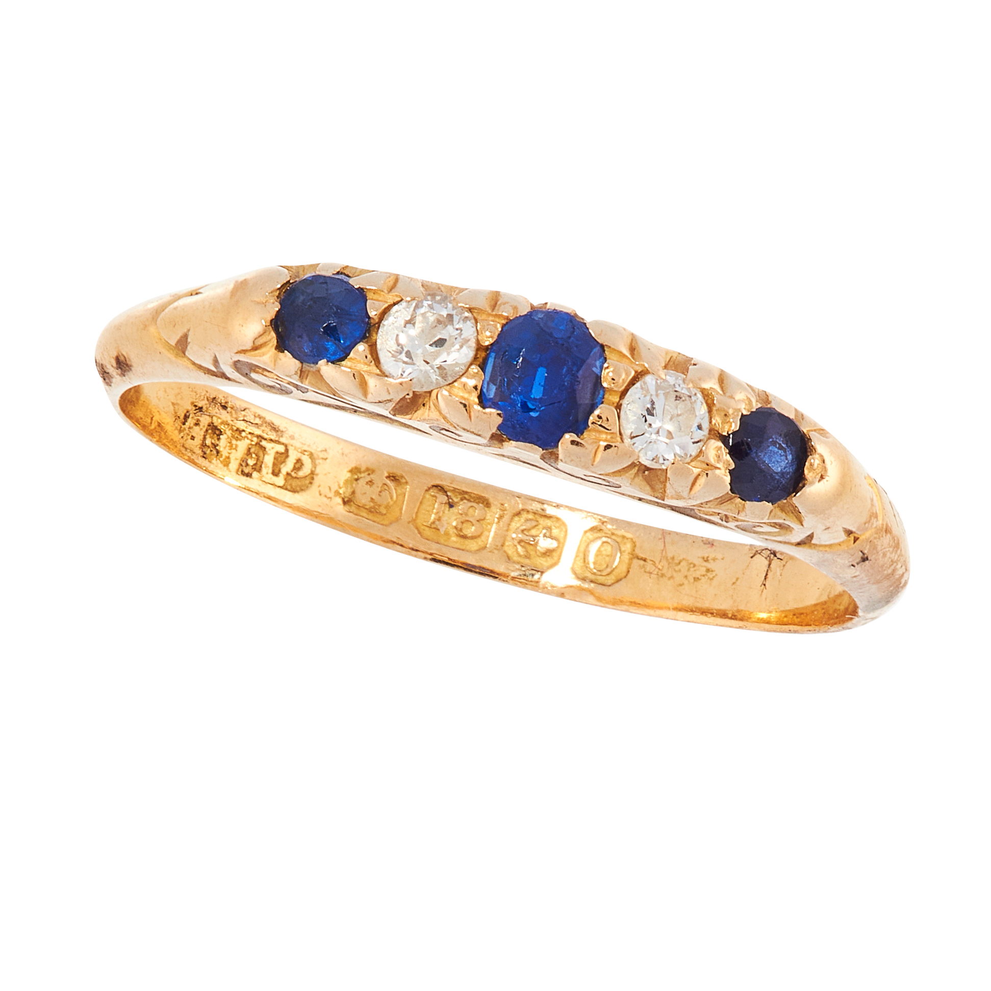 AN ANTIQUE SAPPHIRE AND DIAMOND DRESS RING, 1913 in 18ct yellow gold, set with a trio of graduated