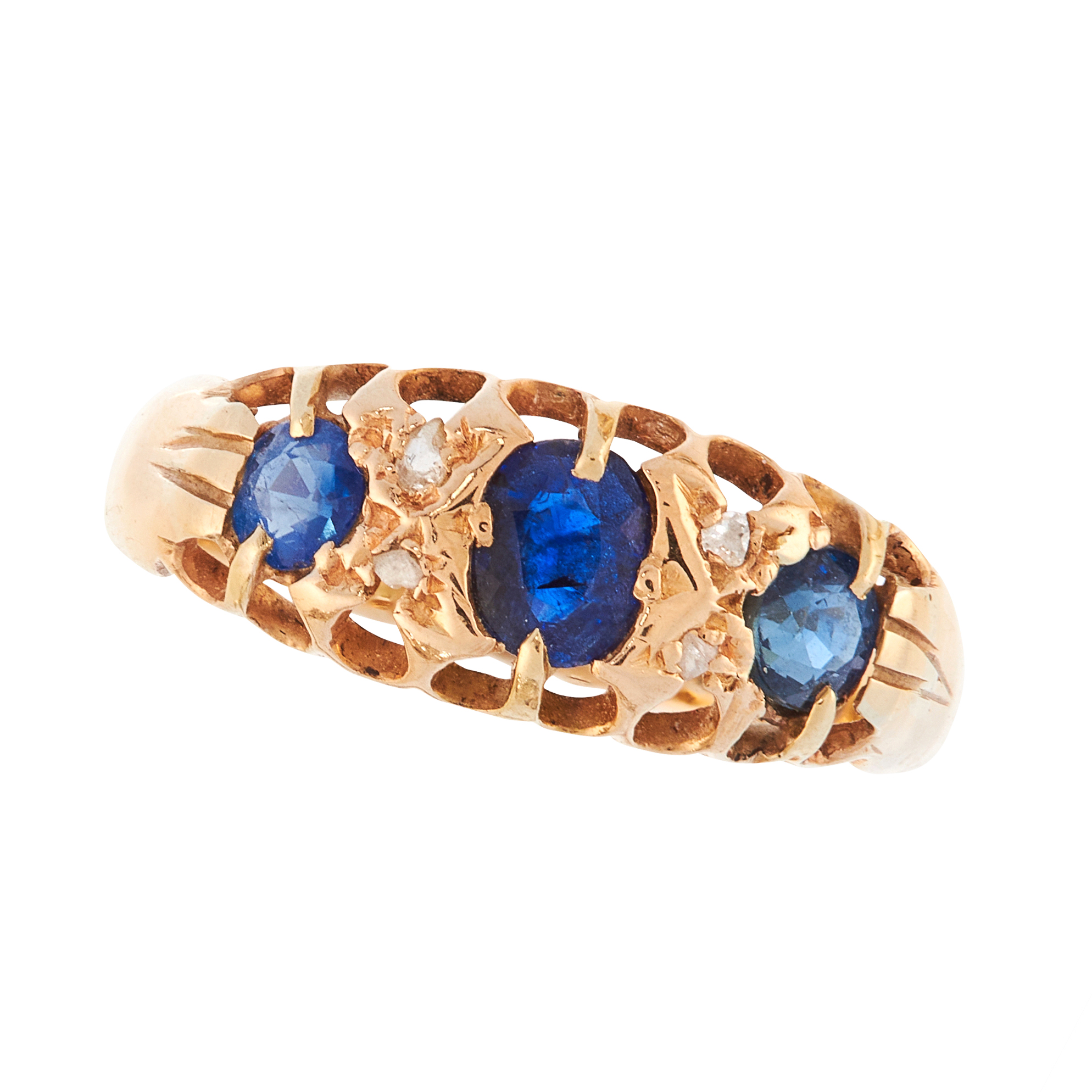 AN ANTIQUE SAPPHIRE AND DIAMOND DRESS RING, 1910 in 18ct yellow gold, set with a trio of graduated