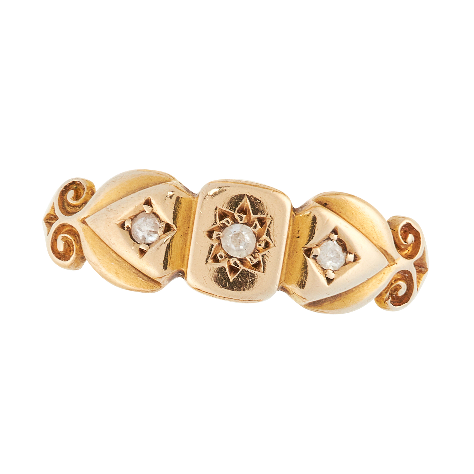 AN ANTIQUE DIAMOND DRESS RING, CIRCA 1900 in 18ct yellow gold, set with a trio of round cut diamonds