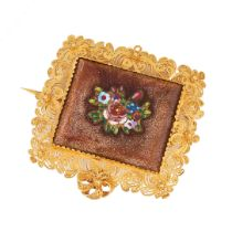 AN ANTIQUE HARDSTONE MICROMOSAIC BROOCH, 19TH CENTURY in high carat yellow gold, set with a square